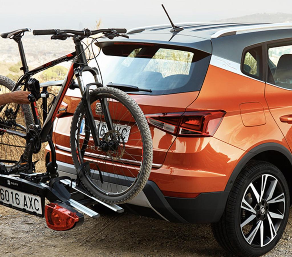 Seat arona cargando bicicleta