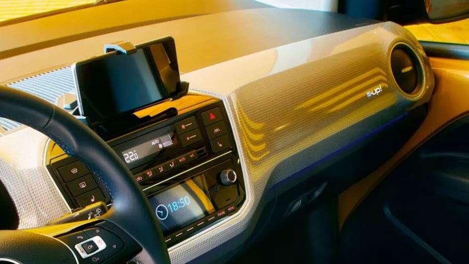El tecnológico diseño interior del Volkswagen e-up!